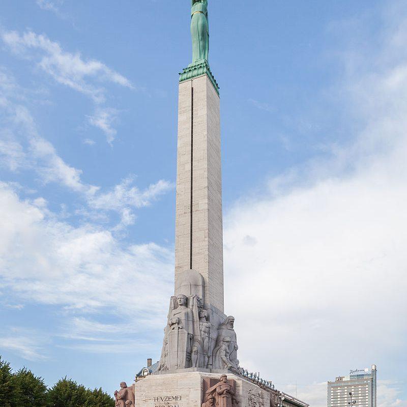 monumento_a_la_libertad_riga_letonia_2012-08-07_dd_10